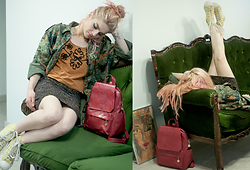 Irinka Andreeva - Converse Sneakers, Bag - Converse Must Be Old and Dirty