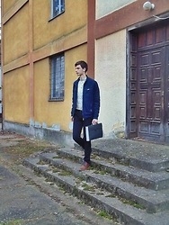 Tomislav Martinović - H&M Bomber Jacket, H&M Black Pants, Dolce & Gabbana Black Bags, H&M White Shirt With Black Details, Bugatti Brown Heels - Old jobs.