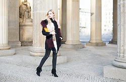Kim Ahrens - River Island Fake Fur (River Island), Justfab Heels (Justfab) - Fashion Week Berlin