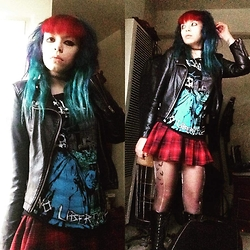 Batty Von Normal - Forever 21 Plaid Skirt, Hot Topic Casualties - Punk rock girl