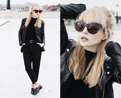 Chloe From The Woods - Sheinside Dark Grey High Waist Harem Pant, Zerouv Womens Oversize Bold Cat Eye Frame - CHLOE FROM THE BLOCK