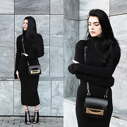 CLAUDIA Holynights - Chic Wish Turtle Neck Cropped Sweater With Glove Sleeves, Frontrowshop Knit Midi Skirt, Ego Lace Up Booties - A l l B l a c k