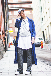 Ingrid Wenell - H&M Cap, Ivy Revel Sweater, H&M Coat, H&M Trousers, Reebok Sneakers - Stockholm FW Day 1