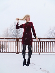 Signe Savant - Devil Plus Burgundy Knot Dress, Happiness Boutique Tribal Inspired Statement Necklace - Play in the snow...