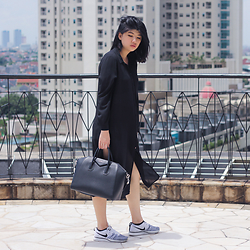 Melisa A - Zara Black Shirt Dress, H&M Leather Shorts, Givenchy Antigona Handbag, Nike Flyknit Sneakers - NEVER ENOUGH