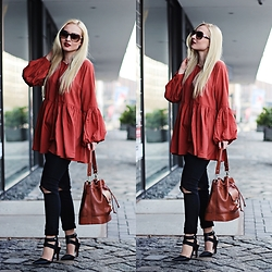 Justyna B. - Blouse, Zara Bag - Blouse with wide sleeves