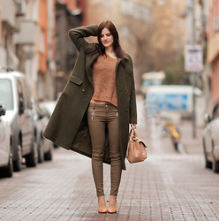 Viktoriya Sener - Sheinside Coat, Sheinside Sweater, Zara Pants, Zara Bag, Zara Pumps - GREEN