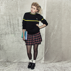 Monika Sekowska - Lacoste Vintage Black Jumper With Yellow & Green Stripes, Second Hand Shop Vintage Red & Dark Blue Tartan Skirt, Nike White Logo Socks, Tally Weijl Black Chunky Platform Boots, New Look Holographic Clutch Bag - Green and yellow stripes