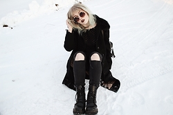 Thelma Malna - Zerouv Sunglasses, 2nd Hand Jacket, Ebay Choker, Dolls Kill Backpack, Gina Tricot Jeans, Dr. Martens Jadon Boots - SHITTY SNOW