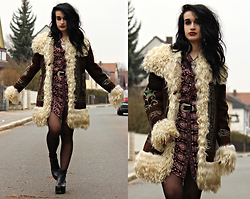 Tessa Diamondly - Vintage Afghan Coat, Spell Designs Gypsiana Shirt Dress - Time to play B-Sides.