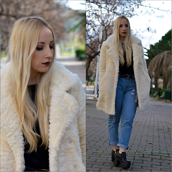 Valeria S. - Cheap Monday Jeans, Pull & Bear Coat - White Lady