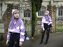 Peaches - Oasap Lilac Cloud Print Jumper, Boohoo Distressed Black Mom Jeans - Lilac Cloud Print Jumper