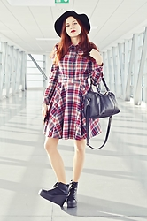 Ola Brzeska - House Hat, L'attore Checked Dress Daga, Altercore Bird Sneakers, House Bag - Checked dress