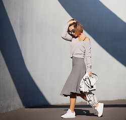 Galant-Girl Ellena - Loeffler Randall White Satchel Bag, Reebok Sneakers - Grey scale.
