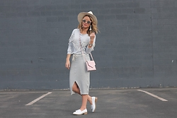 Amber Wilkerson - Sheinside Grey Sweatshirt, Monrow Skirt, Kate Spade Purse, Toms Sunglasses, Steve Madden Loafers - How To Wear A Skirt With A Sweatshirt