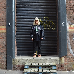Ellie Fowler - Ralph Lauren Cap, Stussy Bomber Jacket, Patta Lucky 13 Tee, Carhartt Denim Tote Bag, Gap Lounge Trousers, Nike Am 90 'Corks' - Laces Out - OOTD