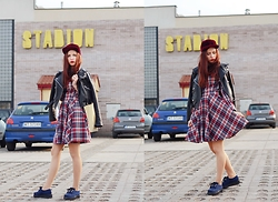 Ola Brzeska - Second Hand Leather Jacket, L'attore Checked Dress, Blue Creepers - Checked dress - sporty look #3