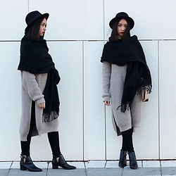 Esther L. - H&M Fedora Hat, Mango Maxi Scarf, New Chic Maxi Sweater, Zara Leggings, Missguided Pointed Ankle Boots - A WINDY DAY