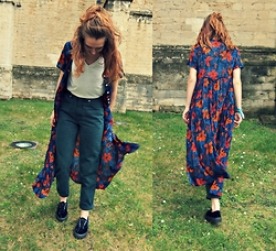 Charlotte Cocopop - Vintage Dress, Vintage Jeans, H&M Shirt, Pull & Bear Shoes - Girls can do anything