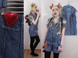 Lindwormmm - Striped Tyedye T Shirt, Thrifted Jeans Overalls, Thrifted Teddy Bear Toy Backpack, Black Tights, Supid Teddy Bear Key Chain Mascot, Picnic Red Bows - Heart Bear Farmer