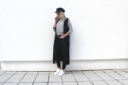 Miriam Mache - Tfnc London Vest, Adidas Sneaker - Long vest
