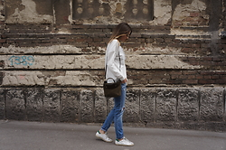 Jovana Radojicic - Sheinside Sweatshirt, Sandro Bag, Golden Goose Sneakers - LACE UP SWEATSHIRT
