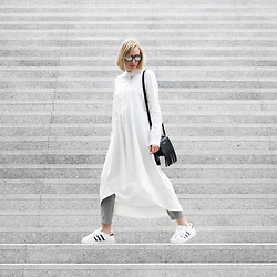 Hédi Szabó - Zerouv Sunnies, Cos Maxi Shirt Dress, Acne Studios Laurie Bag, Epiclogue Tailored Pants, Adidas Superstar - Maxi shirt dress