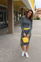 Enikő S. - Intimissimi Crop Top, Antré Pencil Skirt, Adidas Sneakers, Primark Bag - Sunshine & grey skies