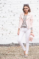 Gabriela A. - Etam Jacket, Hispanitas Flats - Vipers wear pink