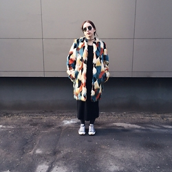 Liva Bambale - H&M Faux Fur, H&M Black Maxi Dress, Converse Blue, Ray Ban Round Rayban Sunglasses - Yet so unaware of it