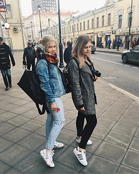 Ellie China ski - Topshop Coat, Adidas Super Star - Good day in Moscow