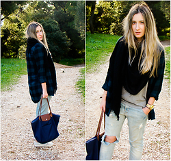Maria M. - H&M Shirt, H&M Scarf, Longchamp Bag - Plaid love.