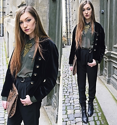 Andreea Miclăuş - Yoins Necklace, Ovs Army Blouse, Bershka High Waisted Pants, H&M Leather Boots - //downtown velvet walker