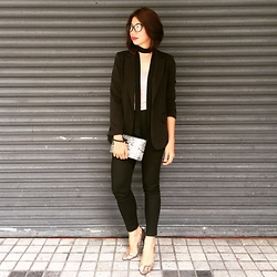 Cassey Cakes - Forever 21 Blazer, H&M Skinny Trousers, Mango Clutch - Garage