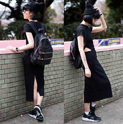 Samantha Mariko - Tobi Dress, Klasse14 Voltare Rainbow Watch, Nike Huarache Sneakers, Salz Tokyo Beanie, Marc By Jacobs Backpack, Zerouv Sunglasses - Warmer spring days