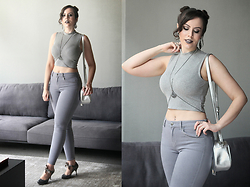 Joyce Nunes - C&A Grey High Neck Crop Top, Forever 21 Grey Skinny Jeans, Melissa Disco + Doc Dog, Memove Body Chain, Renner Silver Bag - Grey.