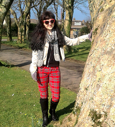 Tamsyn Martin - Velvetvolcano Flame Heart Shaped Sunglasses, New Look Leopard Scarf, H&M Bleached Denim Biker Jacket, H&M Black Hoody, New Look Grey Vintage Jumper, Darkside Tartan Capri Jeans, Firetrap Black Faux Leather Boots, Florence & Fred Fuzzy Gloves - A stroll in the park