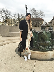 Sonja Kovac - Calvin Klein Bag, Adidas Sneakers, Forever 21 Jeans, Massimo Dutti Sweater, Vintage Coat, Mohito Hat - EVERYDAY SUPERSTAR