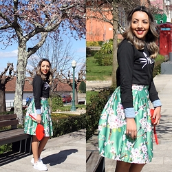 Cá Cavalcant - Midi Skirt Floral, Sweatshirt, Red Lips Bag, Sneakers - Waiting for Spring!