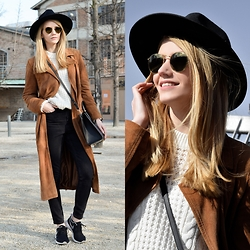 Vivienn Nagy - Zerouv Shunglasses, Strathberry Bag, F&F Coat - Suede trench coat