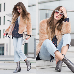 Lisa Fiege - Buffalo Metallic Booties, H&M Cropped Flares, Bershka Faux Fur Jacket, H&M Blazer, Komono Sunglasses, Le Tanneur Bag - Cropped Flares | THELFASHION.COM