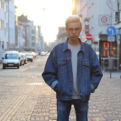 Emil D - Cos Sweater, Calvin Klein Jeans, Vintage Jacket - When the sun goes down