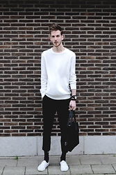 Martin Bonke - We Fashion White Sweater, Topman Cropped Pants, Klasse14 Volare Watch, Vans White Originals - Winter White. OOTD - FCKHIM.com