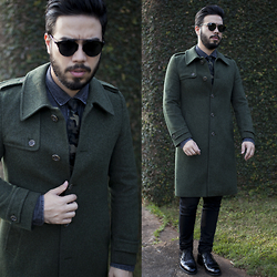 Anderson Gimenez - Dior Homme Sunglasses, Vintage Coat, Zara Tie, H&M Denim Shirt, Topman Pants, Aldo Shoes - Military zone