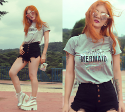 Lindsay Woods - Romwe T Shirt Mermaid, Romwe Ripped Fringe Denim Shorts, Kokopie Holographic Platform Boots - Undercover Mermaid