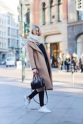 Meryl Denis - Zalando Coat, Agnes B Bag, Abercrombie & Fitch Jean, Adidas Shoes - Berlin street
