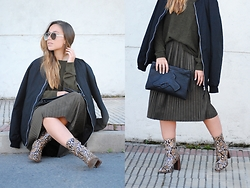 Claudia Villanueva - Spitfire Sunglasses, Pull & Bear Jacket, H&M Sweater, Aliexpress Clutch, Zara Skirt, Mango Boots - Pleats & Snake Print