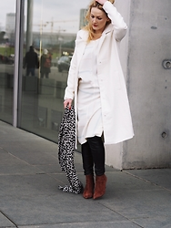 Laenoky - Ichi Coat, Alberto Zago Wedges, Zara Leatherpants, Giant Vintage Dress, Zalando Scarf - THE WHITE COAT