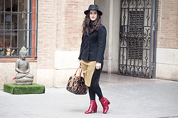 Amanda R. - Dkny Coat, Ralph Lauren Bag, Zara Pleated Skirt, Albero Sombreros Valencia Hat, Bimba Y Lola Red Booties - Post winter