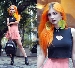 Lindsay Woods - Choies Black Heart Cut Out Cropped Top, Choies Pink Pleated Skirt, Dolls Kill Bad Girlfriend Mini Bag - ALIEN